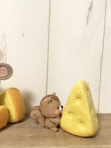 羊毛フェルト チーズ